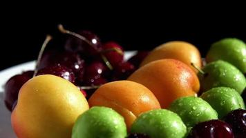 close-up natte zomerfruit draaien video