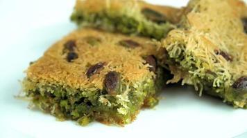 dessert turc traditionnel célèbre kadayif video