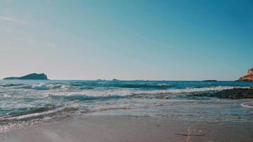 isola baleari ibiza spiaggia rocciosa