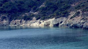belle baie sur l'île rocheuse