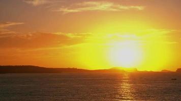 ilha balear de ibiza pôr do sol à beira-mar video