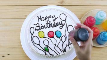 decoração de bolo de aniversário usando inhame