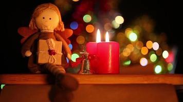 Mädchenpuppe, Geschenkboxen und Kerzen video