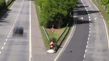trânsito e sinal de trânsito