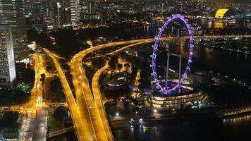hiper lapso do panfleto de Singapura à noite
