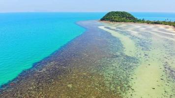 vista aérea da ilha paradisíaca video