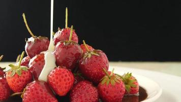 Fresh strawberries with pouring melt white chocolate
