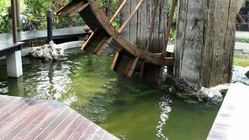 riego de molino de agua de madera
