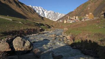montanhas do grande cáucaso, na Geórgia.