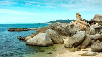 Grand-père rock à lamai beach, île de samui video