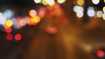 luzes bokeh no trânsito rodoviário