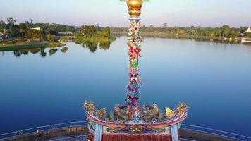 sanctuaire chinois dans un parc public en thaïlande.