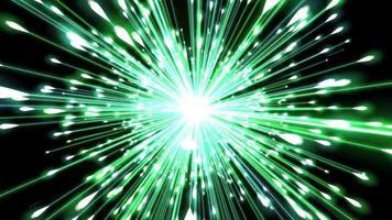 um lindo fogo de artifício verde brilhante explodindo no ar