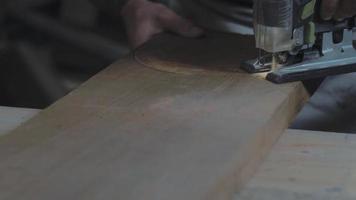 serra elétrica em ação video