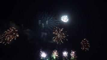fogos de artifício explodem video