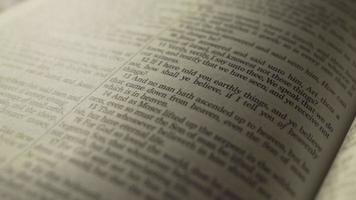 Gros plan macro du verset biblique pour l'adoration