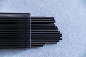 Cerca de una caja de recarga de mina de lápiz foto