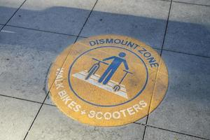 Dismount zone sign for bicycles and scooters photo