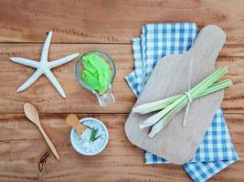 exfoliante de hierba de limón para el cuidado de la piel alternativo foto