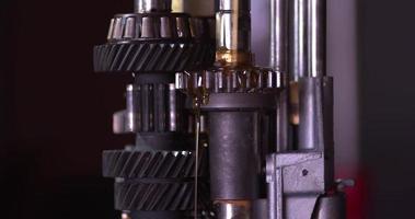 Lubrificação de reparo de engrenagem de caixa de transmissão de carro. video