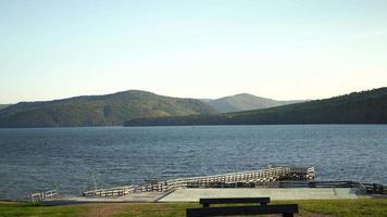 hermoso paisaje con vista al río angara video
