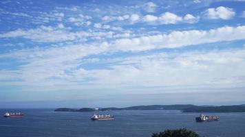 paisaje marino con buques de carga, vladivostok, rusia video