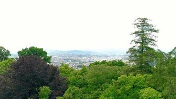 estabelecendo foto aérea da igreja do bom jesus do monte em braga, portugal