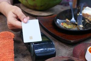 terminal de pago carga desde una tarjeta, pago sin contacto