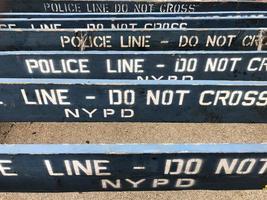la línea policial no cruza las barreras del nypd en la ciudad de nueva york