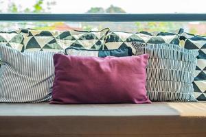 cómodas almohadas en el sofá