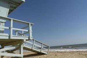 A lifeguard tower by the beach