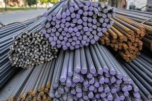 varillas de hierro de construcción en diferentes tamaños foto