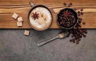 café con leche aromatizado con azúcar y especias foto