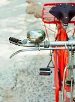 bicicleta roja clásica foto