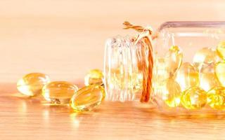 cápsulas de aceite de hígado de bacalao foto