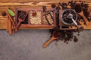 especias y granos de cafe foto