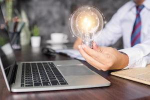 concepto de idea creativa de innovación y negocios