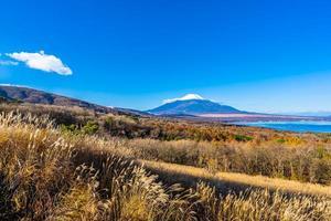 Montaña Fuji en yamanakako o lago yamanaka en Japón foto