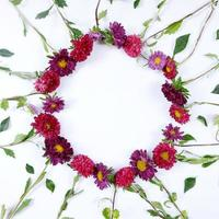 Bastidor de círculo de ramo de flores de aster