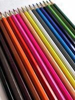 lápices de colores en una fila foto