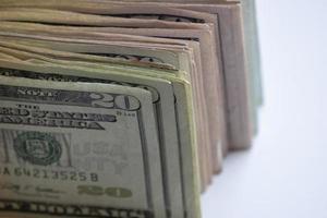 Pila de billetes de un dólar americano en los años veinte y cincuenta