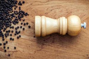 Wood pepper mill