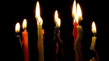 candele di colore accese, timelapse