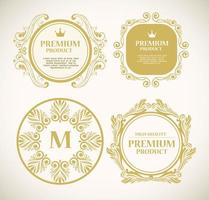Conjunto de etiquetas de productos premium en marcos dorados. vector
