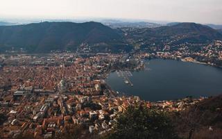 lago de como, italia desde arriba