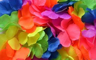 lei artificiales en colores del arco iris