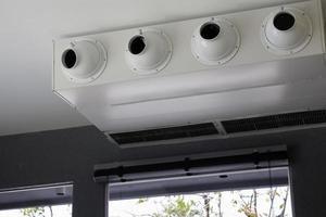 rejillas de ventilación blancas del aire acondicionado