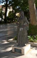 estatua en un parque en homenaje a la mujer goyesca en la ciudad de ronda, 2012 foto