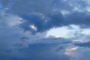cielo azul nublado foto
