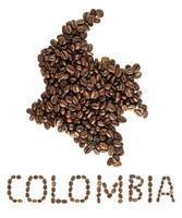 Mapa de Colombia hecho de granos de café tostados aislado sobre fondo blanco. foto
